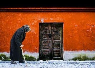 Ψησταριά-Ταβέρνα.Τσαγκάρικο.: Η συγκινητική ιστορία μιας φτωχής γιαγιάς