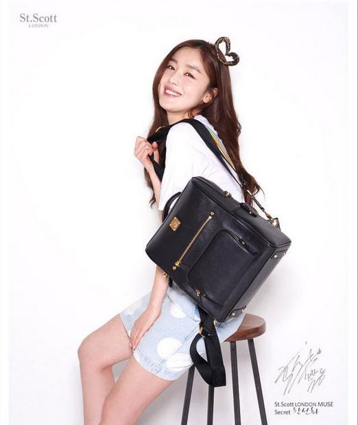 Add a lovely touch to your overall look with this St. Scott London Monica 2-Way Backpack. #sunhwa #hansunhwa #backpack #stscottlondon