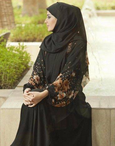 New Al-Motahajiba collection abaya