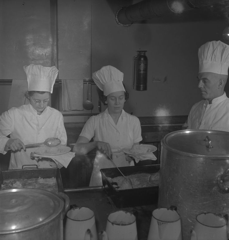 Woman's College Hospital. Unidentified Cooks Serving Food.  (item 1), Photographer: Ronny Jaques, LAC MIKAN no. 4328232