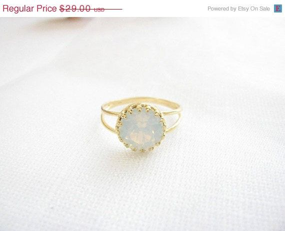 Gold white opal ring!    Gold filled ring, vintage style with beautiful white opal swarovski crystal (8mm.) ★Click here for matching necklace (as