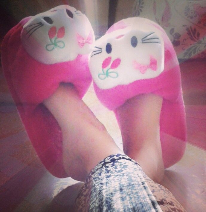 Yesterday..my sist in law gave me this cute sandals... thank you sistaaa :)
