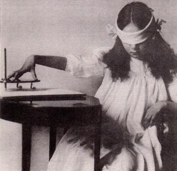 Séance de Ouija- yes, even then!