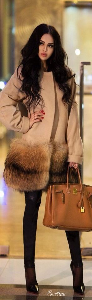 Fur Trimmed Camel Coat over all Black • Street CHIC • ❤️ Babz™ ✿ιиѕριяαтισи❀ #abbigliametnto