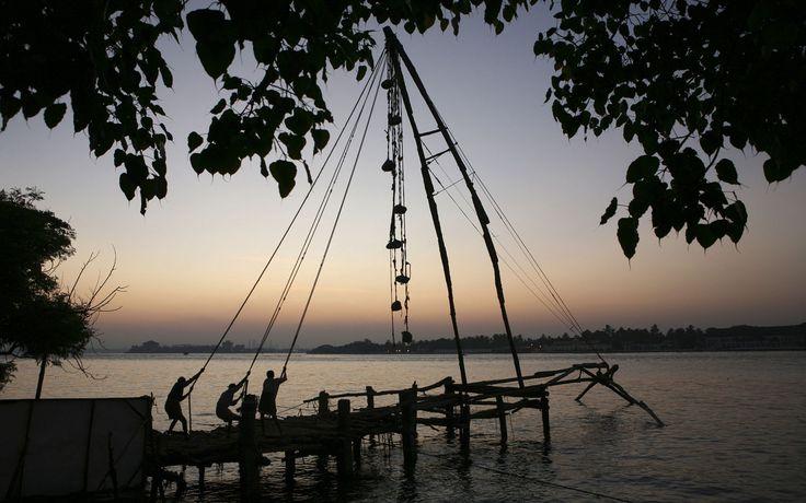 Pescadores en la ciudad de Cochín, Kerala