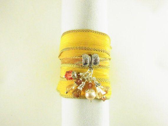 Envoltura de seda Jeweled Cluster pulsera por DesertBloomStudio