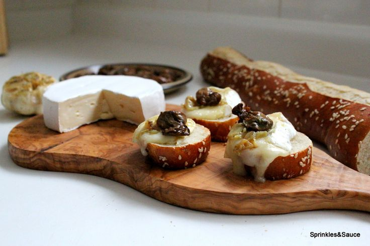 great combo of brie cheese, smoked oysters and roasted garlic as appetizers!
