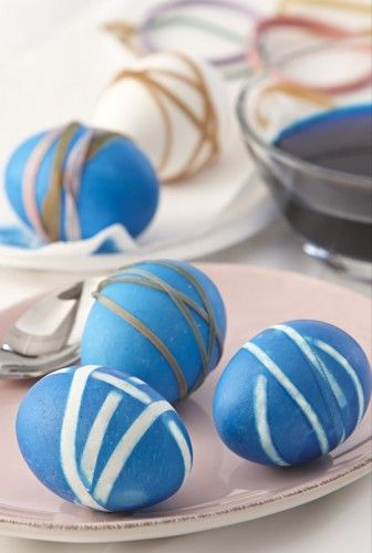 Striped eggs made with rubber bands