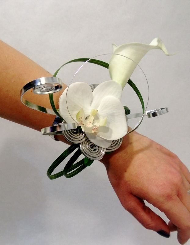 156 best images about wire on pinterest prom corsage spotlight and florists - Bouquet mariee orchidee ...