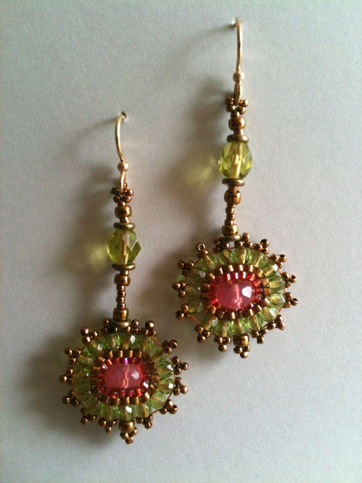 Green & salmon circle earrings by Jeka Lambert. Seed bead woven. Glass beads, seed beads.