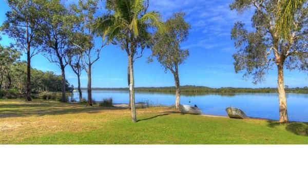 With a relaxed bush setting, this caravan park enjoys absolute waterfront. Enjoy fishing, kayaking or take a paddle boat for a relaxing cruise on the waterway.