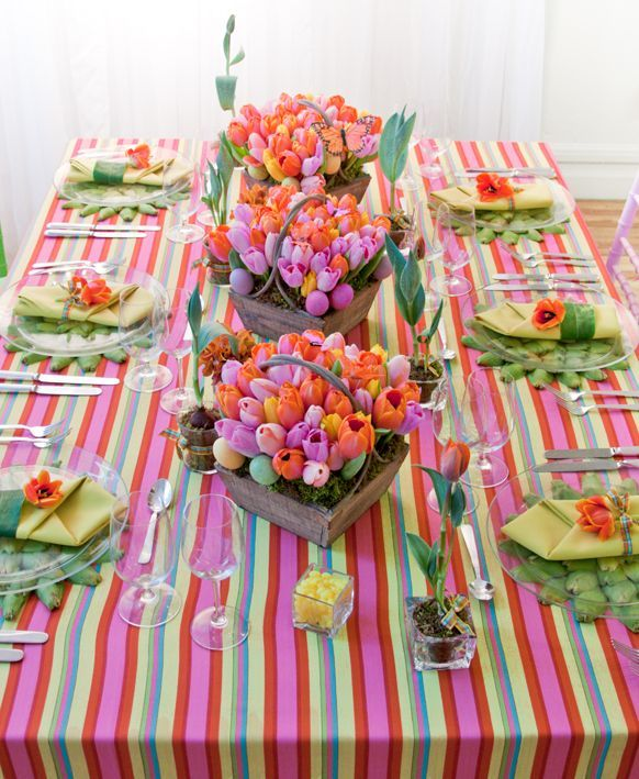 colorful-easter-dinner-table-decorations-tablecloth-baskets-with-tulips.jpg (582×709)