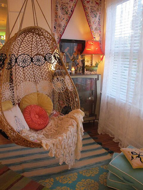I would love to swing around in this chair!! I love how it's mounted to the ceiling! http://www.buzzfeed.com/ailbhemalone/cozy-and-covetable-reading-nooks