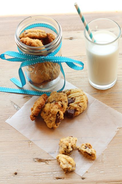 chunky choc chip cookies