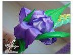 Вот такой цветок я предлагаю вам научиться делать. Я сама безумно люблю ирисы и после прогулки я просто загорелась создать его из лент. Итак,приступим.