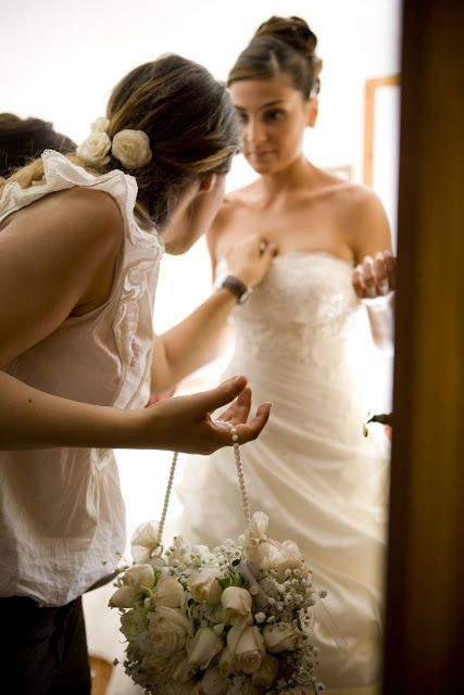 The bride and her Wedding Planner| Original Bouqet Bag| Boquet a borsetta #bride #weddingplanner #wedding #bouquetbag http://elisaweddingdream.blogspot.it/2011/09/real-weddings-daniela-alessio.html