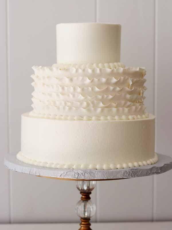 C195 wedding cake with ruffles in white buttercream and fondant ruffles
