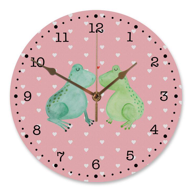 30 cm Wanduhr Frosch Liebe aus MDF  Weiß - Das Original von Mr. & Mrs. Panda.  Diese wunderschöne Uhr von  Mr. & Mrs. Panda wird liebeveoll in unserem Hause bedruckt und an sie versendet. Sie ist das perfekte Geschenk für kleine und große Kinder, Weltenbummler und Naturliebhaber. Sie hat eine Grösse von 30 cm und ein absolut LAUTLOSES Uhrwerk.    Über unser Motiv Frosch Liebe  Das Gefühl verliebt zu sein und seinen Verbündeten gefunden zu haben ist unbezahlbar.  Die verliebten Frösche…
