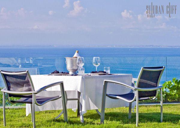 Clifftop Bali Villa - Suluban Cliff Bali Villa Services and Villa Dining