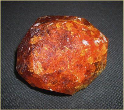 """Спессартин, кристалл ~ 6 см. Лолиондо/Loliondo, Танзания. Образец фирмы Русские Минералы, """"Гемма""""-2008"""