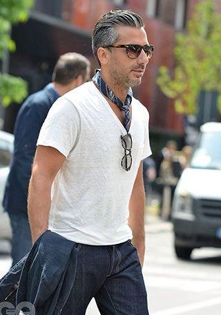 Tシャツにスカーフを添えてオシャレに!(メンズ) | Italy Web