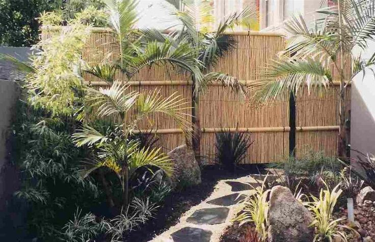 Again the dark stepping stones set in white rock... Bamboo reed fencing.