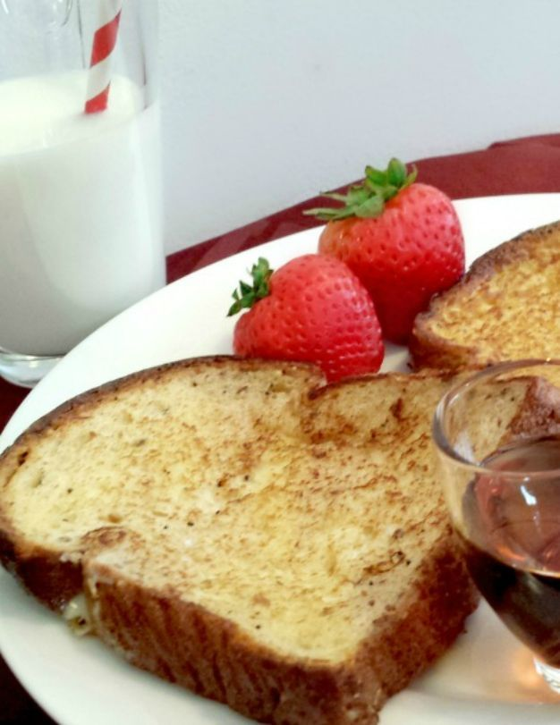 Christmas Brunch. French Toast Recipe. French Canadian Recipes. Recettes du Québec. The Flying Couponer | Family. Travel. Saving Money.