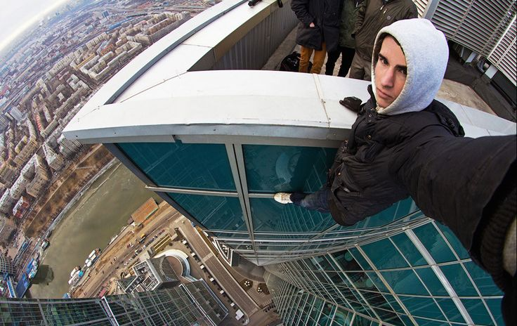 17 Extreme Selfies That Are Not For The Faint Hearted. Number 6 Will Make You Sick. Kirill Oreshkin