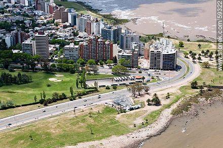 Vista aérea de la Rambla Wilson y el Boulevard Artigas. Barrio Punta Carretas. Departamento y Ciudad de Montevideo, Uruguay. Imagen Stonek 59322.