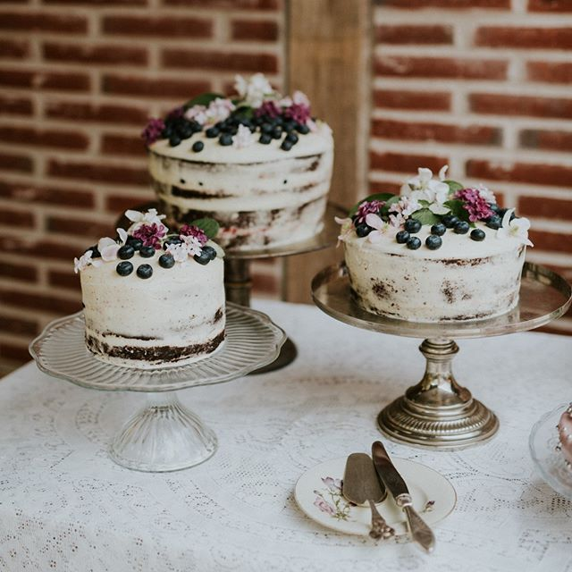 @dengamlekoebmandsgaard here on Aeroe makes the best chocolate cakes! Yum! . . . . . 📷 by @camillajorvad #getmarriedindenmark #danishislandweddings #weddingplannerdenmark #weddingplanner #destinationweddingplanner #bryllupsplanlægning #bryllupsarrangør #denmarkwedding #aeroewedding #nordicweddings #dgk #destinationwedding #destinationweddings #HuffPostIDo #junebugweddings #100layercake #eatlocal #visitaeroe #weddingcake #weddinginspo #wedspiration #weddingdetails #weddingideas…