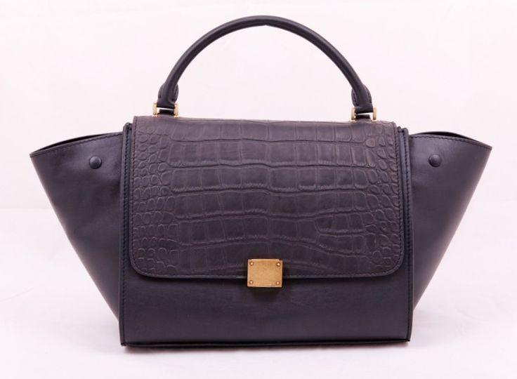 Сумка Celine (Селин) Trapeze bag черная из натуральной кожи с выделкой под крокодила