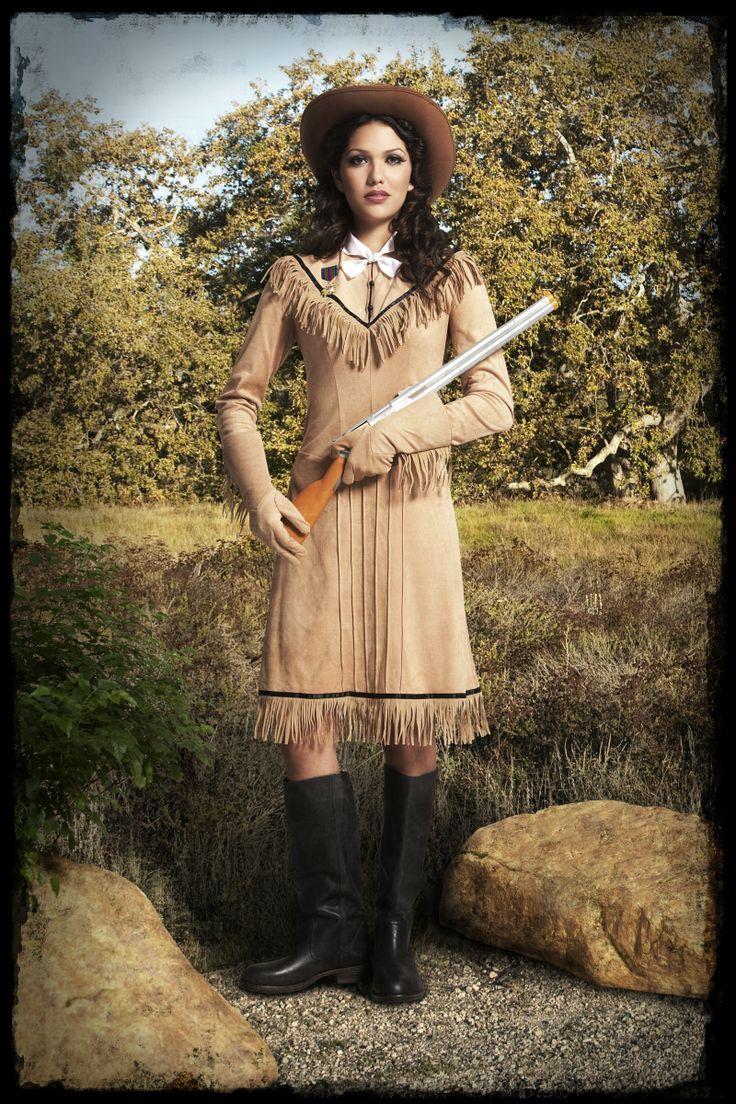 Strój Annie Oakley, legendarnej kobiety - strzelca wyborowego. Ciekawe przebranie, które doskonale sprawdzi się podczas imprezy pod hasłem Dziki Zachód.