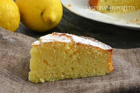La torta al limone è una sofficissima e profumatissima torta da colazione o da merenda ideale per accompagnare tè o tisane.
