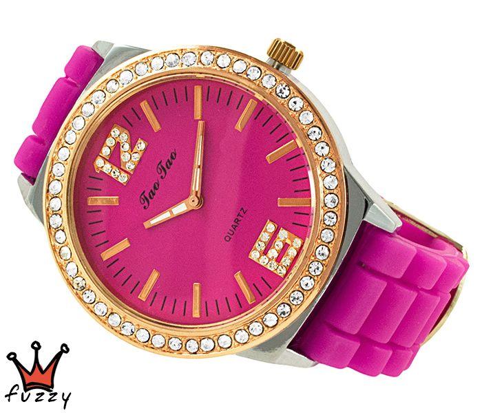 Γυναικείο ρολόι, με κάσα σε ροζ χρυσό και ασημί, στολισμένο με στρας περιμετρικά και φούξια/ροζ χρυσό χρώμα στο εσωτερικό του.  Λουράκι σε φούξια χρώμα από σιλικόνη. Διάμετρος καντράν 44 mm.
