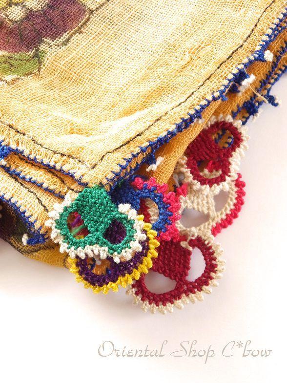 * * **** * ** ** ***イズミール県北部のベルガマにあるコザックのアンティークイーネオヤスカーフ。現在は出回っていない希少なオヤスカーフです。オヤはコットン糸使用。カラフルに編まれてい…