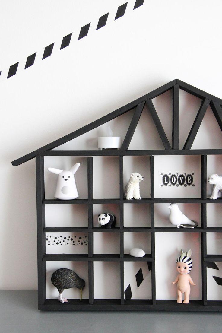 DIY - étagère maison en noir et blanc, by @WonderfulBreizh