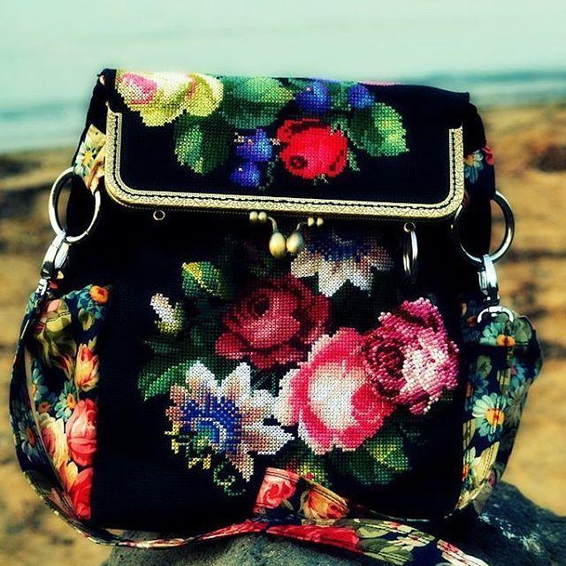 По схеме #рафаэль #староанглийскиерозы  #вышивкакрестиком #ручнаяРабота #рукоделие #сумка  #crossstitch #embroidery #handmade #сумкиручнойработы #рукоделиеванино #розы #embroideryart #стежок #ванинотворчество