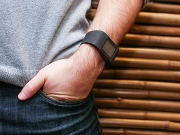 Fitbit prices IPO at $20 per share, above previous price range - CNET