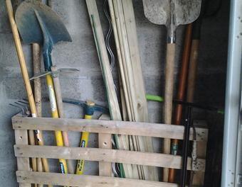 17 meilleures id es propos de rangement outils jardin sur pinterest remise palettes outils. Black Bedroom Furniture Sets. Home Design Ideas