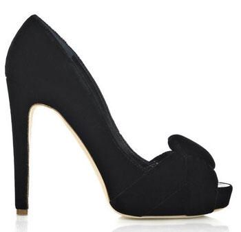 Gorgeous black shoe!www.shoeperwoman.com