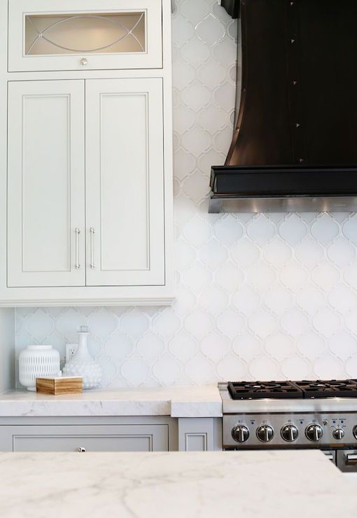 Love the touch of black from the range hood in this kitchen