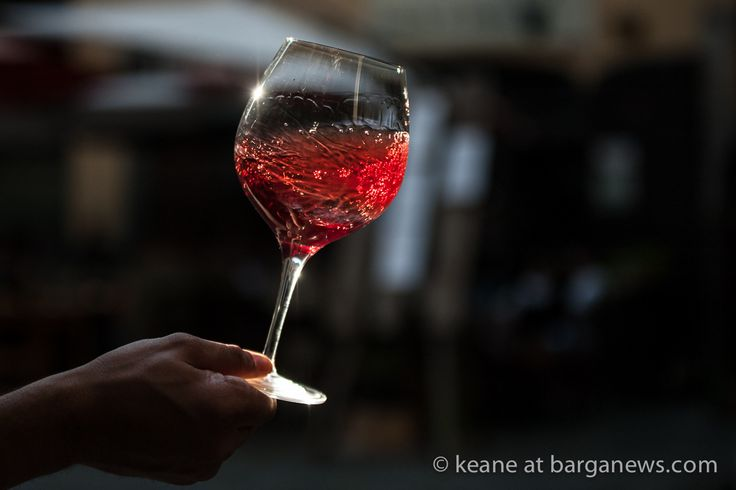 http://www.barganews.com/2017/05/29/la-locanda-vertical-wine-tasting-pinot-nero-macea/ La Locanda: Vertical wine tasting – pinot Nero Macea A vertical tasting is conducted by tasting one wine varietal from the same producer from several vintages. #barga #barganews #bargavecchia #locanda #macea #wine