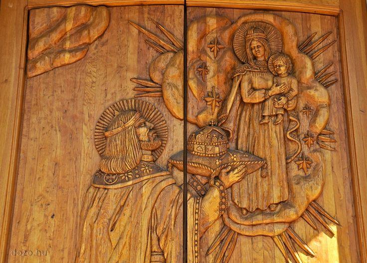 Sarlós Boldogasszony Templom ajtaja /Tarnaszentmárián/