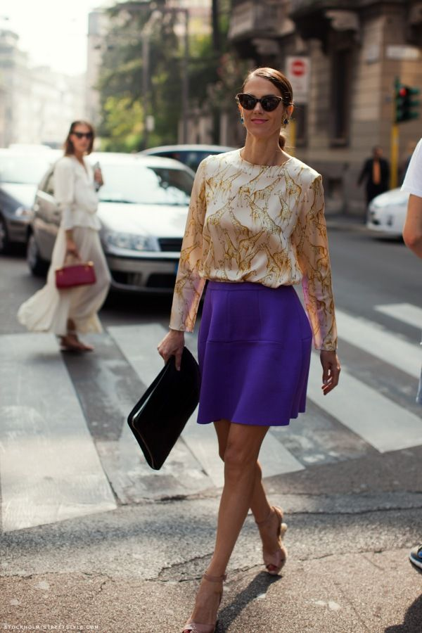 This look is very easy but stylish, I like it a lot. The print of the blouse and the color of the skirt add some fun to it. A Sigma in the city?