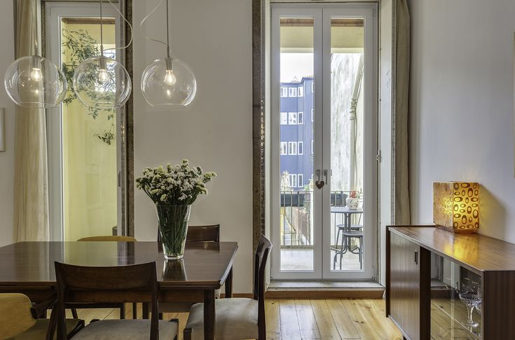 HomeLovers: dining room // great light