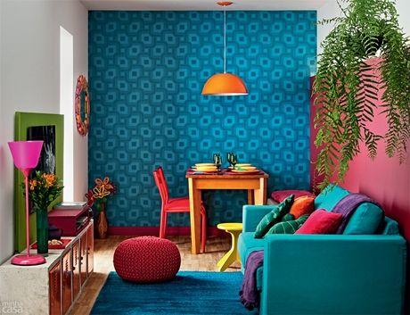 Uma sala mini que usa muitas e muuuitas cores em plena harmonia!