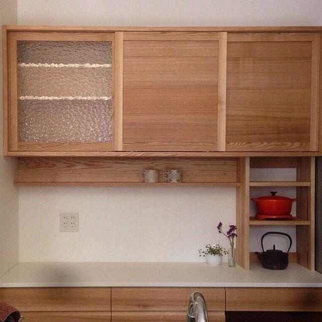 先日納めた食器棚  下段収納と吊り棚の間にL型の棚と棚板の高さ調整可能な棚  スパイス置いたり、よく使うお鍋を置いたり 便利な見せる収納  #ogumakurashiseisakusyp#woodwork#woodworking#kitchen#ogumaくらし製作所#食器棚#吊り棚#下段収納#台所#くらしづくり