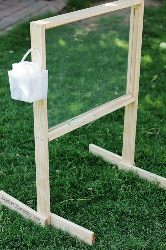 Outdoor Easel Tutorial & Plans: Easy to Clean!