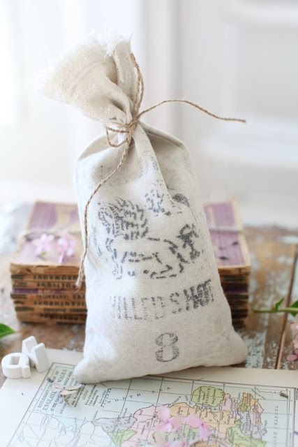 Little bags for favors, dried flowers, etc...