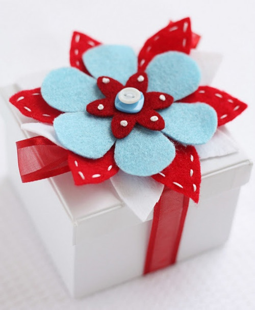 great color choices -- a fun way to embellish with stitched felt flowers